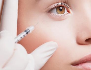 Zabieg z toksyny botulinowej( Botox Gdynia) zawsze poprzedza konsultacja z lekarzem medycyny estetycznej. Lekarz przeprowadza wywiad w celu wykluczenia przeciwwskazań i ustalenia celu terapii. Ma to na celu zapewnienie pacjentowi maksimumbezpieczeństwa i satysfakcji z zabiegu.